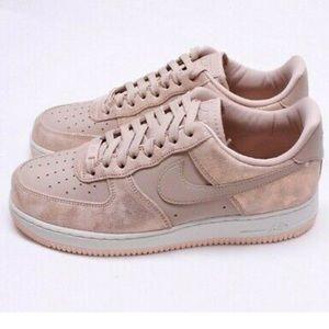 Nike Air Force 1 Women's Shoes '07 premium